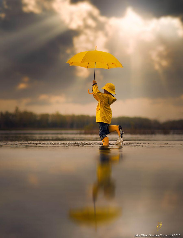 Фото ребенка в желтом
