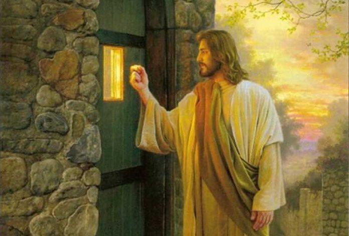 Стою у двери и стучу...